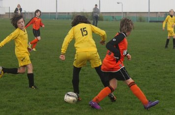 Rebecca leaves them rooted with a Cruyff turn !