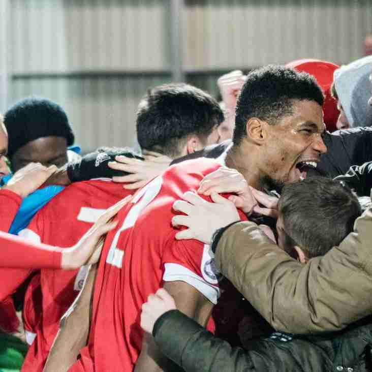 Nottingham Leaves Champions Salford To Join Blackpool