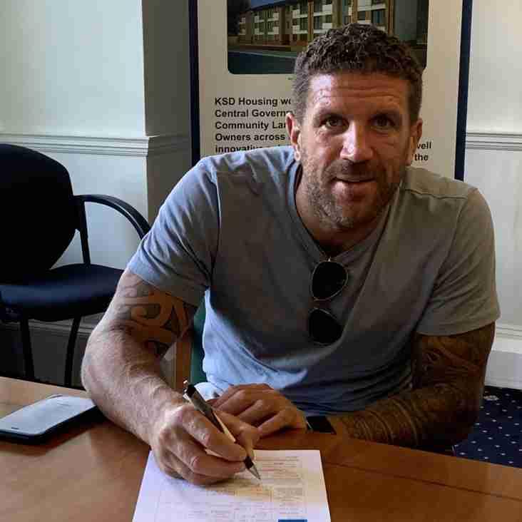 Ex-Brighton legend joins the Hawks