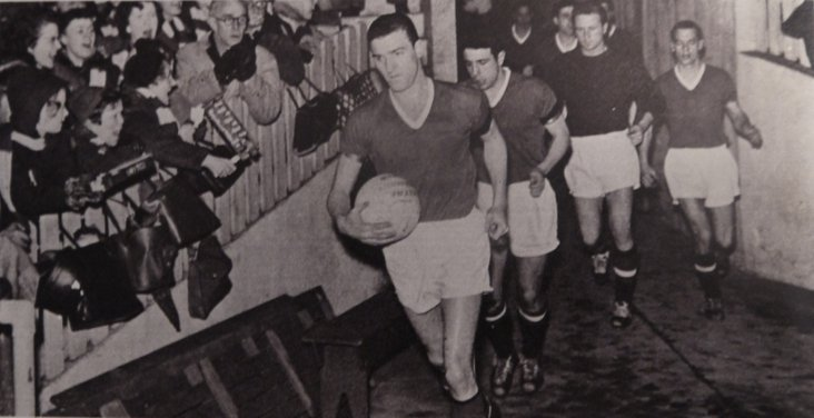 Billy Foulkes leads out United thirteen days after the disaster