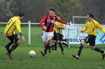 Max Crisp vs Welland - phot courtesy of Droitwich Standard