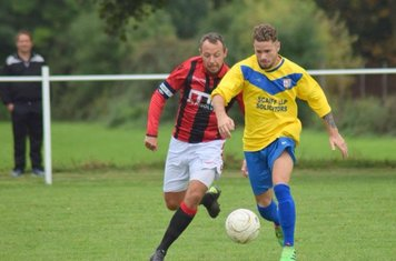 Andy Crowther v Fairfield - Courtesy of Colin Mortiboys