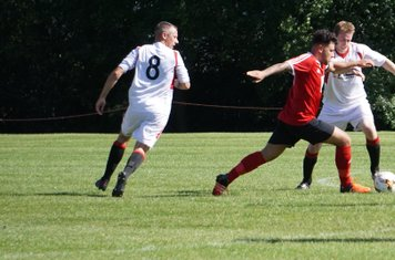 Graeme Pardoe vs Fairfield Villa (A) photo courtesy of Mathew Mason