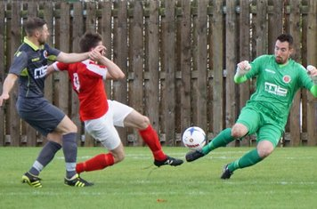 Matt Oliver makes a save  vs Pegasus Juniors (A) FA Vase 1QR - photo courtesy of Mathew Mason