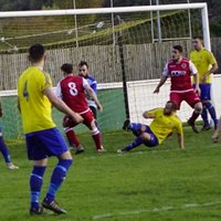 Saltmen atack v Alcester Town (H) - photo courtesy of Mathew Mason