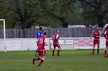 Seabourne defending v Redditch Boro' (H) - photo courtesy of Mathew Mason
