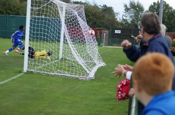 into the net.Grays one nil up.