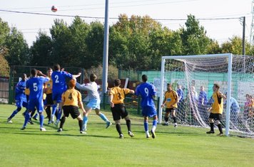 Cheshunt goalie comes out