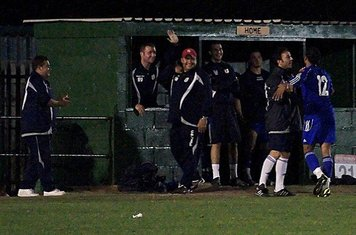 The final accolade from the bench.                  Mikey Cartwright Photo.