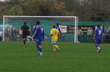 Canvey 35th min.equaliser-30 yarder from Danny Heale.