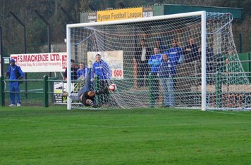 in the net.(didn,t I see Exactly the same thing at Billericay and Maldon?)