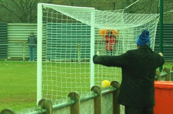 IN THE NET. GRAYS ONE UP.