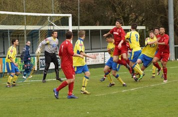 GRAYS 2ND GOAL. 1 FROM JAKES CORNER......UP
