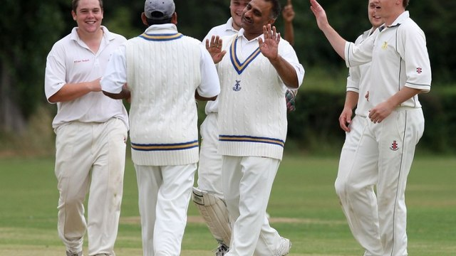 UCC GREAT GAMES: 1ST XI VS HAINAULT AND CLAYHALL CC, MAY 2008