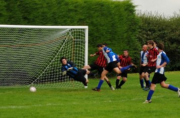 Johnny Ayris seizes the loose ball inside the box to put Buckingham 2-1 up