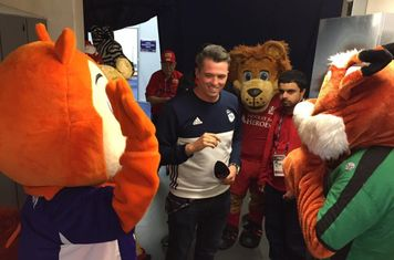 Mascot briefing with presenter Michael Kurn