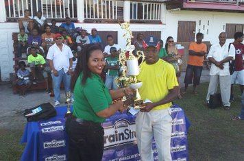 CAPTAIN OF DCC RECEIVES THE BRAINSTREET CUP 2013