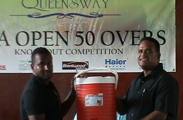 CLUBS RECEIVING LARGE WATER PITCHERS - QUEENSWAY 2012