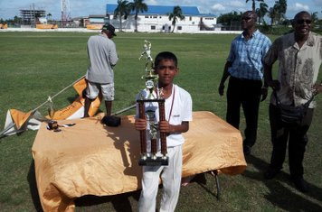EVEREST CAPTAIN WITH THE BANKS DIH MALTA SUPREME U-13 TROPHY - 2014-15