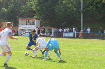 Jenk Acar running at the defence.