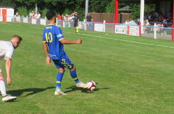 Jenk Acar passing the ball.