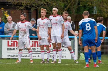 Lincoln United making a wall before a free kick.