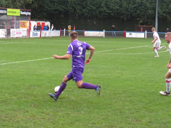 Alex Morris running at the defence.