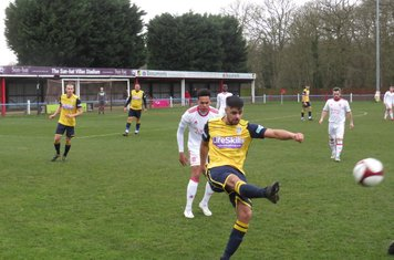 Nyle Blake in action for Frickley Athletic.