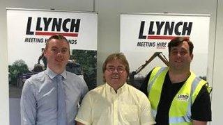 SHIRT PRESENTATION TO LLYNCH