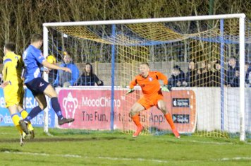 Chris Cox rises to nod home the winner & we are in the Final!
