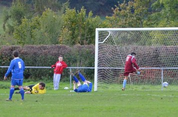 ....and makes no mistake grabbing his second and Llans 4th goal of the game!.