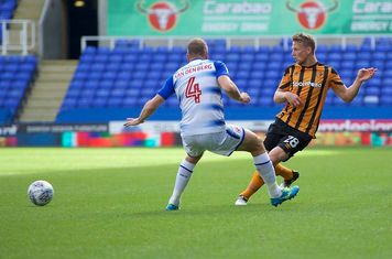 Stephen Kingsley makes a pass