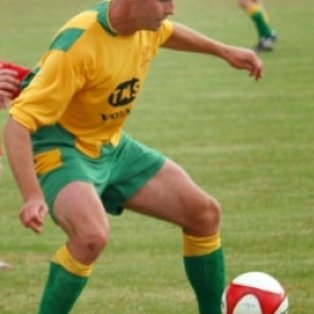 Bettinson brace seals win for Holwell!