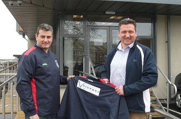 Matt Quartley from VALEPORT presenting Tim Woodward with the new sponsored training tops