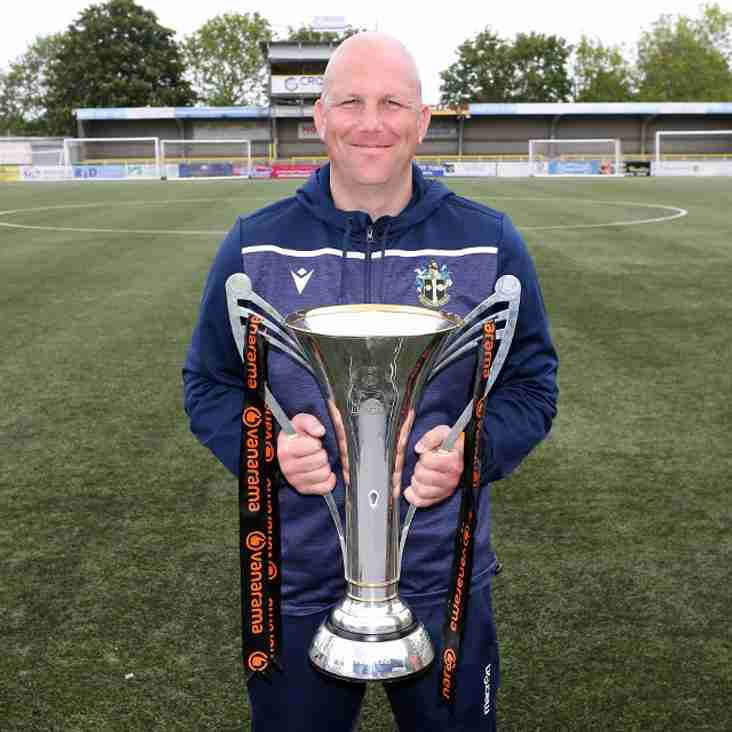 Amazing Gray! U's boss Wins Manager of the Year Award