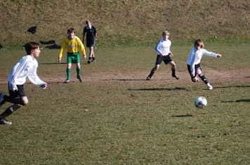 ..and the ball rolls clear for a charging Oskar to place it in the top corner