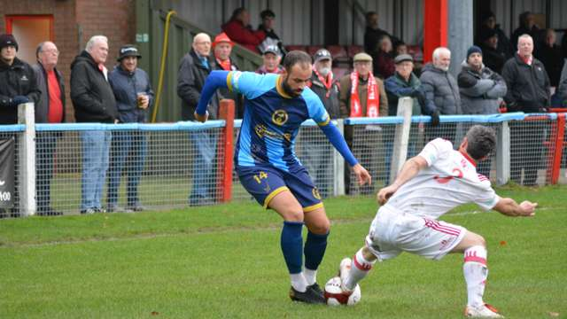 Lee strikes late to earn Robins a point at Lincoln