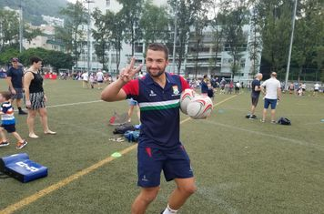 Guy Spanton holding two balls. Amazing