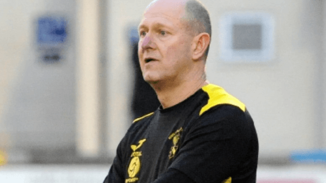Graves praises Yellows Support as they edge it with a late goal in Saturday's FA Vase tie