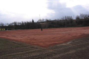 2008 elején elkészült a földes pálya salakborítása