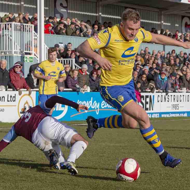 Josh Amis signs new Warrington Town deal