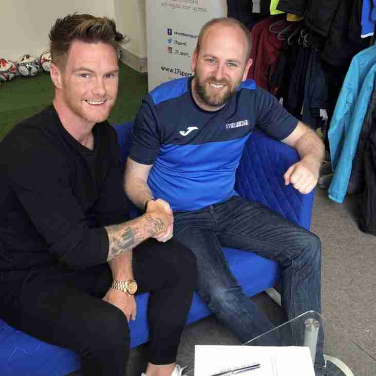 Double signing for the Dolly Blues