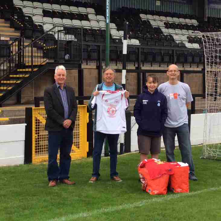 Marine collect 20,000th item for KitAid