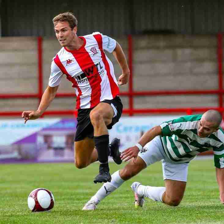 Billy Smart signs new Witton Albion deal