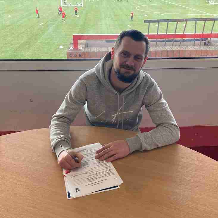 Hyde skipper pens new deal
