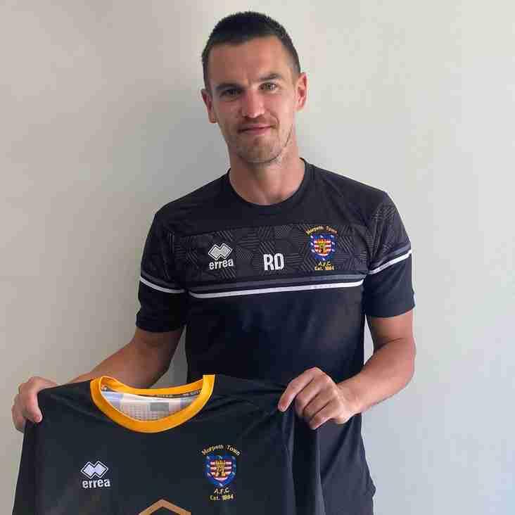 Morpeth sign Football League promotion-winning skipper