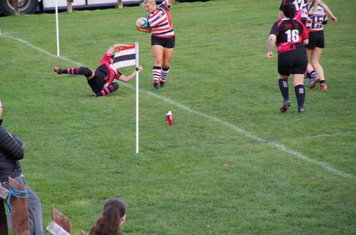 Excellent spins out of a tackle! she wasn't going the wrong way