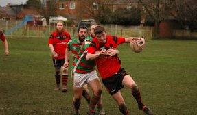 Rhinos hang on in win over Roose