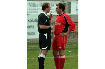 Jonah in consultation with the ref