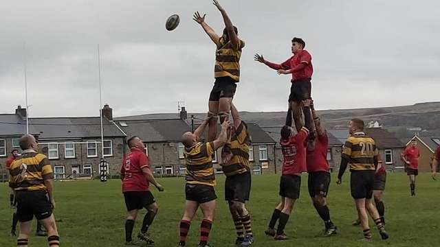 Roberts try secures Dinbych a famous victory
